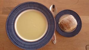 Blomkålsuppe ser ikke så spennende ut, men smaker fantastisk på en grå høstdag